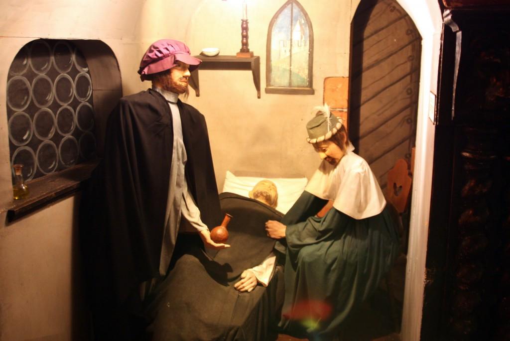 IMG_6471-средневековые врачи у постели больного