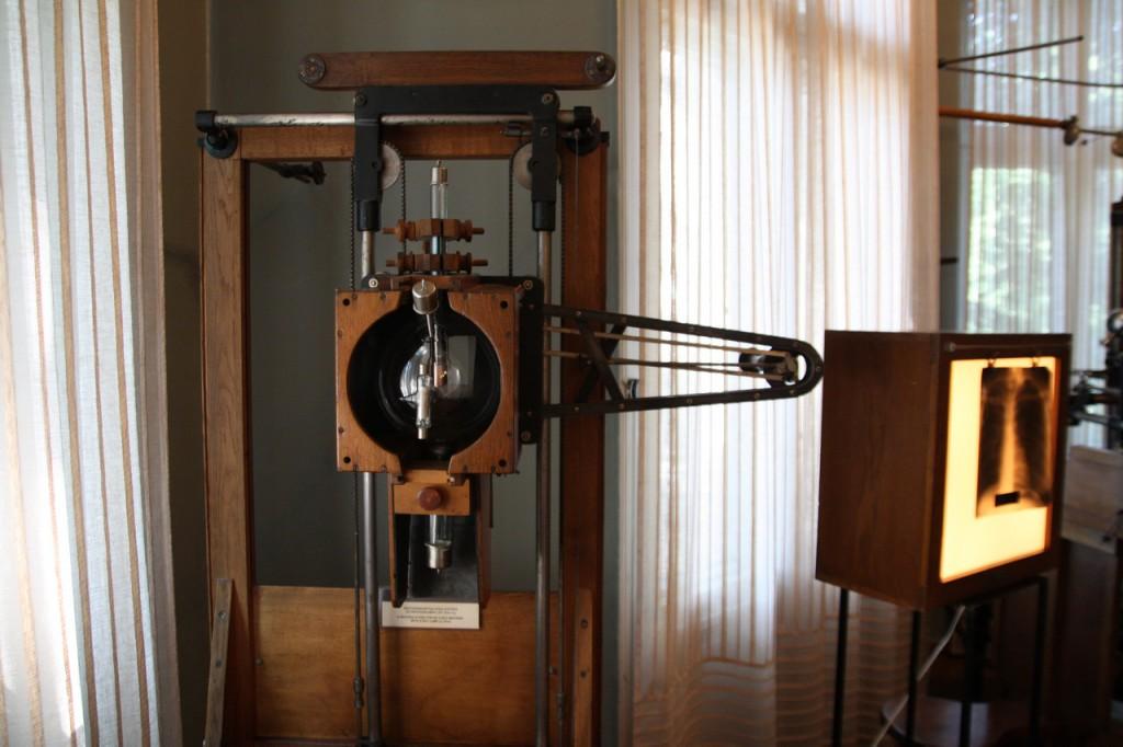 IMG_6487-рентгеновский аппарат начала XX века